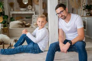 Rodinné focení táta a syn ateliér Praha